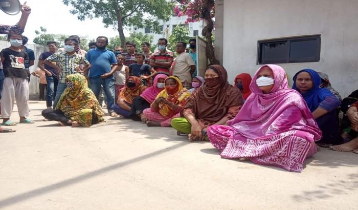সাভারের বিরুলিয়ায় চাকরিতে পুনর্বহালের দাবিতে শ্রমিকদের বিক্ষোভ