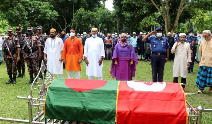 রাষ্ট্রীয় মর্যাদায় বীর মুক্তিযোদ্ধা ও বিডিআর সদস্য গোলাম সরোয়ার মোল্যা'র দাফন